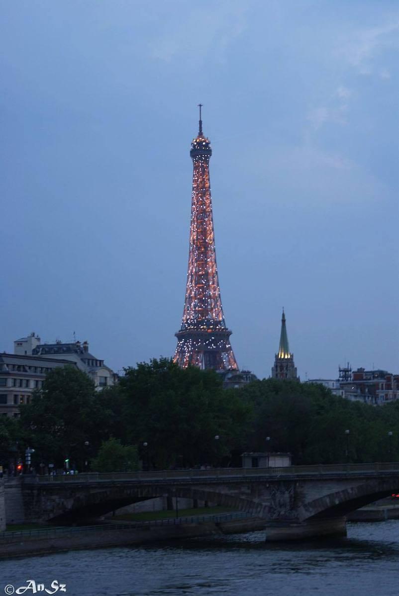 Paris 2 - Eiffel tower
